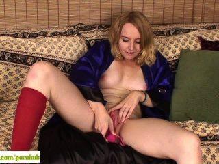 Annabelle Dildos Her Milf Pussy