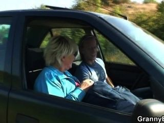 He Picks Up Oldie From The Road And Fucks In The Car